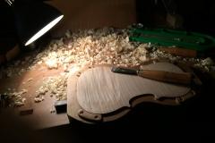 바이올린 뒷판 작업